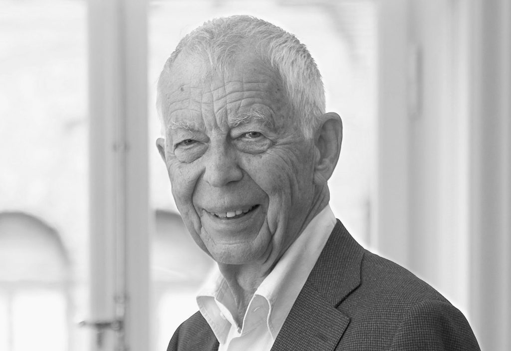 Professor Bertil Hållsten